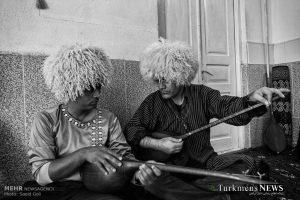 Bagshylar Turkmensnews 300x200 - تحلیلی بر دستمزد باغشیها و هنرمندان ترکمن