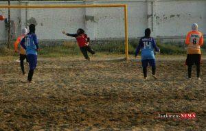 Footbal 13 Sh 300x191 - فوتبال ساحلی بانوان کشور/ ملوان بندرگز بازی دوم را واگذار کرد