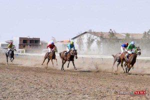 asbdavani 24sh 300x200 - هفته دوازدهم کورس اسبدوانی تابستانه بندرترکمن برگزار شد