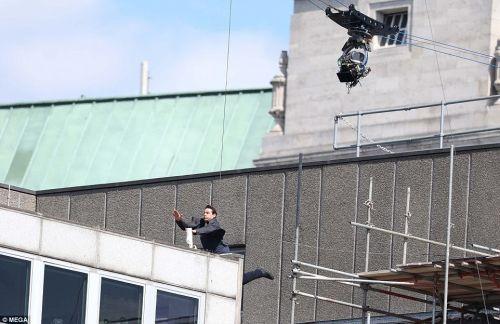 tomkroz hadese 23m - تام کروز در صحنه فیلمبردای «ماموریت غیرممکن» دچار حادثه شد